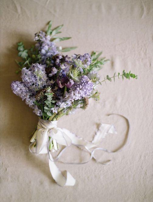 lilac bridal bouquet | via: grey likes weddings
