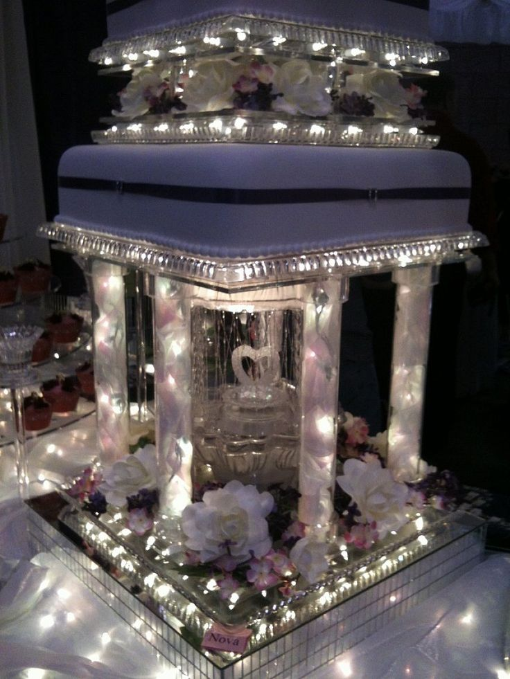 Great And Outstanding Wedding Cakes With Fountains