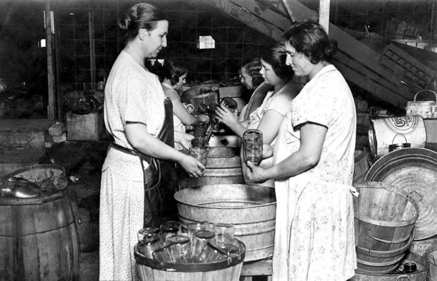 Canning Of Food During Great Depression 1931 News