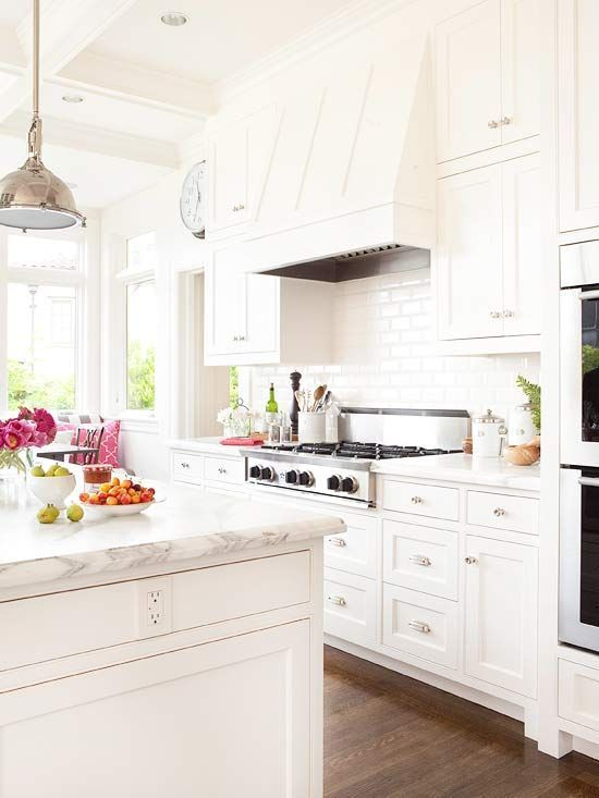 White kitchen and wood floors. It makes my heart flutter. VR.: