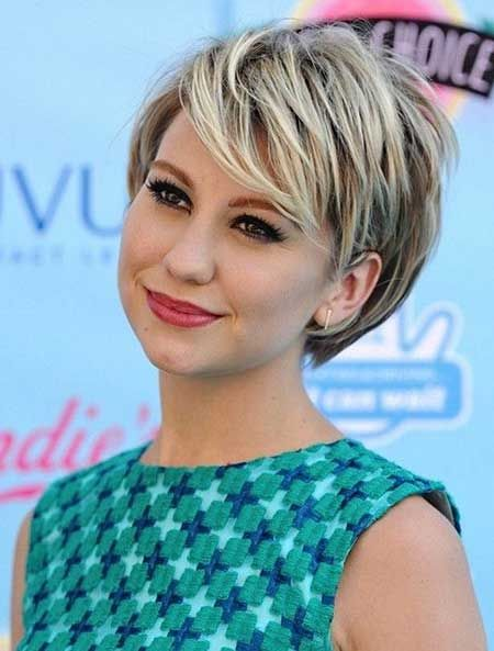 Best Short Hairstyles for Round Faces_2