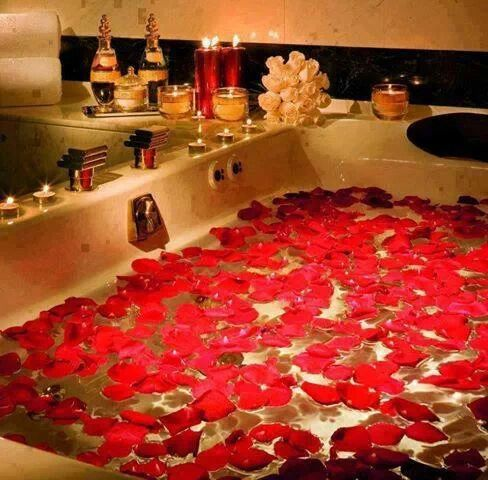 Draw Her Up A Romantic Bath With Candles And Rose Petals
