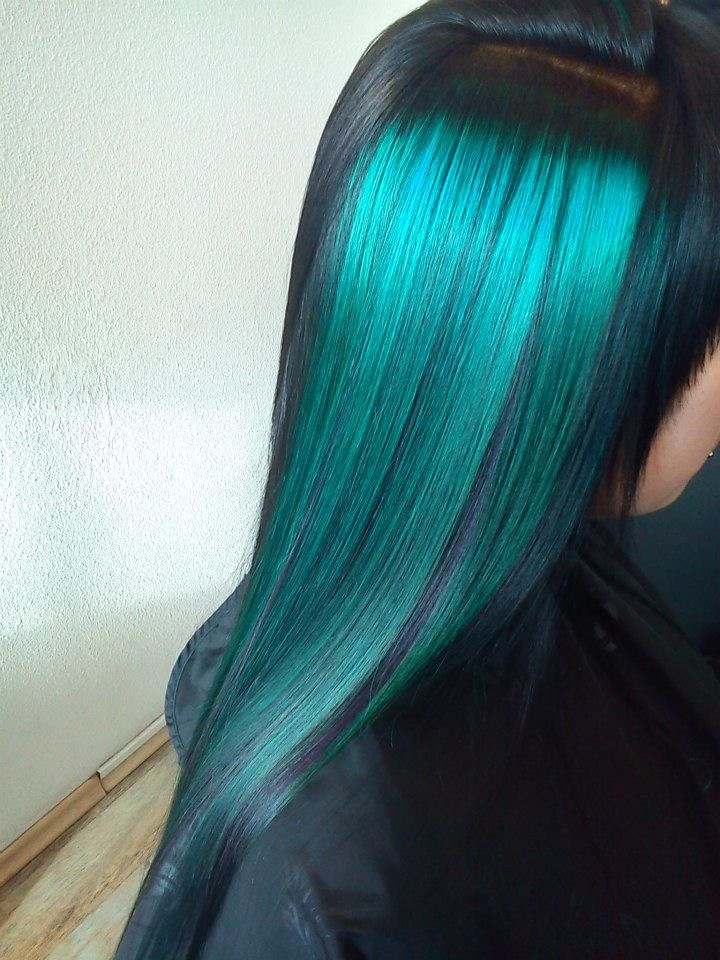 Black Hair With Turquoise Higlights Color Elumen Tqall