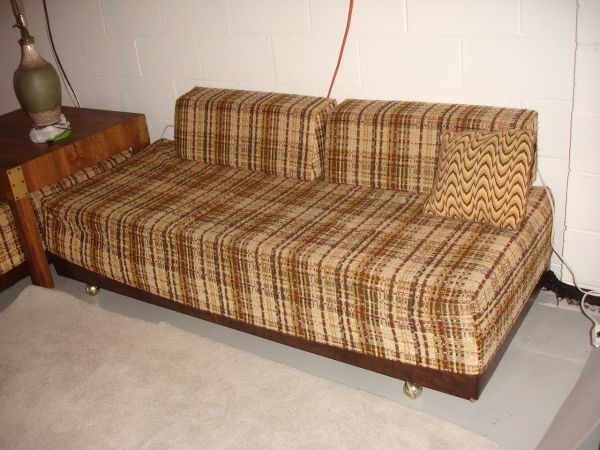 2 Vintage Twin Beds Sofa Calling The Brady Bunch Retro 150 The Treasure Hunt