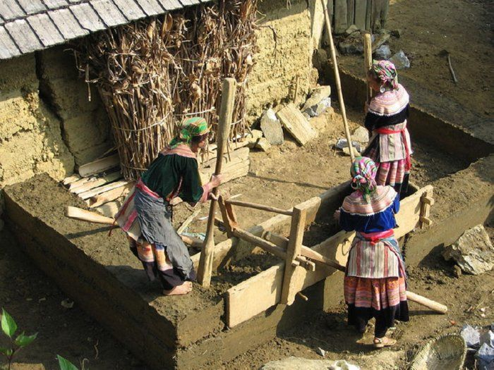 woman build an extension to a home in north vietnam in on construction of walls id=48398