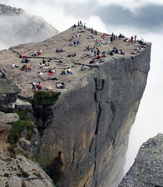 See that BIG crack running across the rock?: