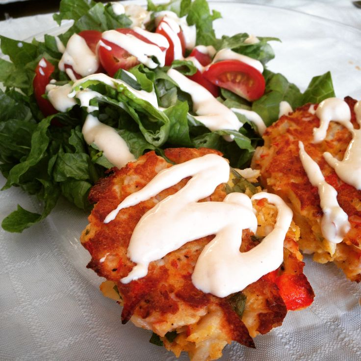 21 Day Fix approved skinny baked crab cakes — with #21DayFix count