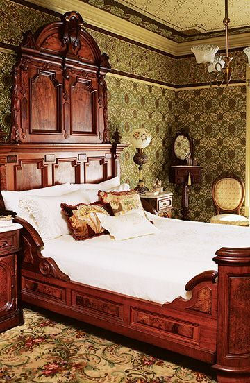 25 Best Victorian Bedroom Decor Ideas On Pinterest Fireplace Candelabra And Vintage