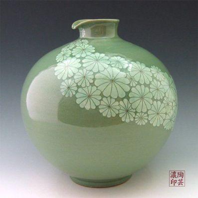 Korean Celadon Glaze Sgraffito White Chrysanthemum Flower Design Green Porcelain Ceramic Pottery Kitchen Home Decor Decorative Round Globe Jar: