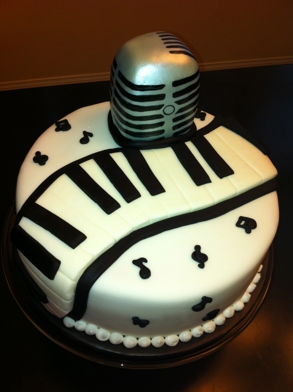 Kathleen DeCosmo Cake Music Cake Microphone Microphone Cakes Pinterest Awesome Cakes