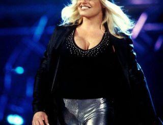 Famous WWE Divas Trish Stratus