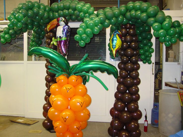 SculptureBalloonTress Pineapple And Palm Tree