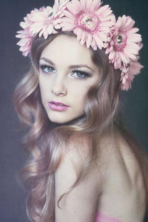 Best 25 Flower Headband Hairstyles Ideas On Pinterest