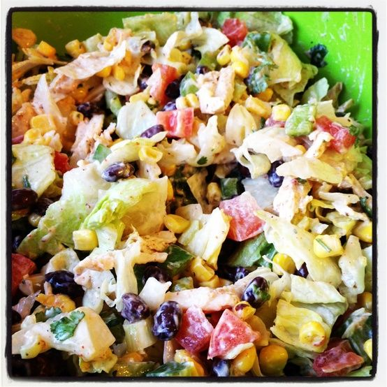 Chicken Taco salad thats HEALTHY! Theres black beans, corn, green peppers, tomat