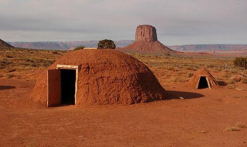 Navajo Hogan & Sweat Lodge (Tsé Bii' Ndzisgaii 'Monument ...