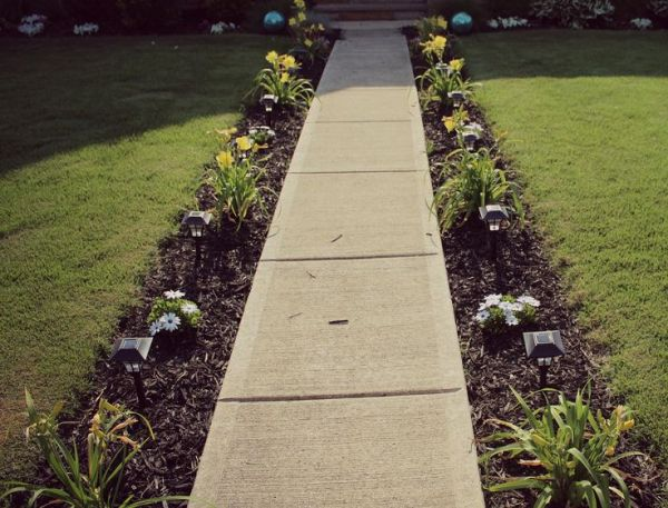 sidewalk garden Best 20+ Sidewalk landscaping ideas on Pinterest