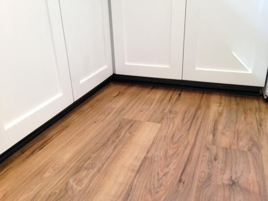 TrafficMASTER Lakeshore Pecan 7 Mm Thick X 7 23 In Wide X 50 58 In Length Laminate Flooring