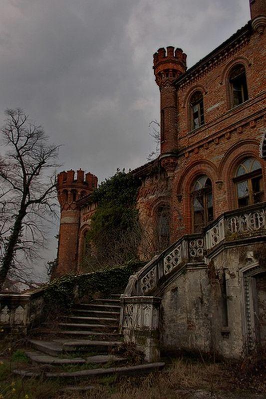 English House Old Creepy Manor