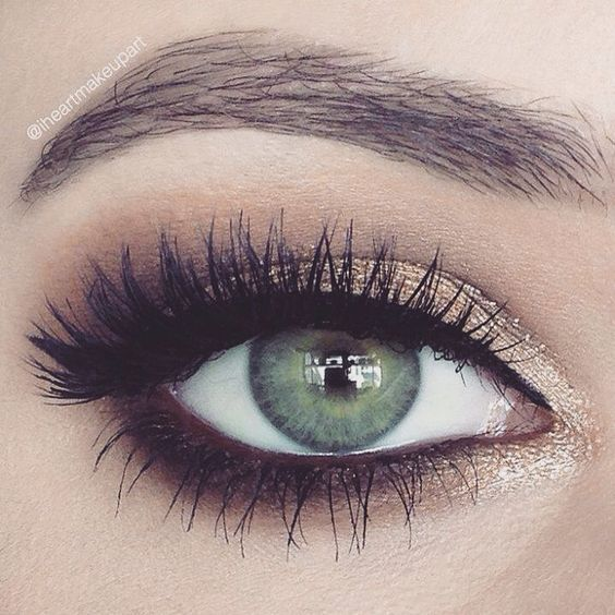 Pretty lighter smokey eye for a less intense look! Smudge bottom with brown eyeliner (we love Ilia&#39