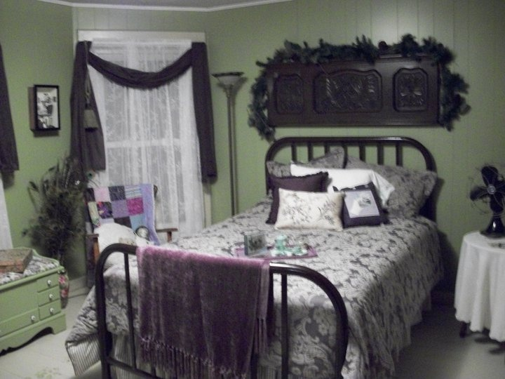 1940s Bedroom With Vintage Metal Headboards Awesome