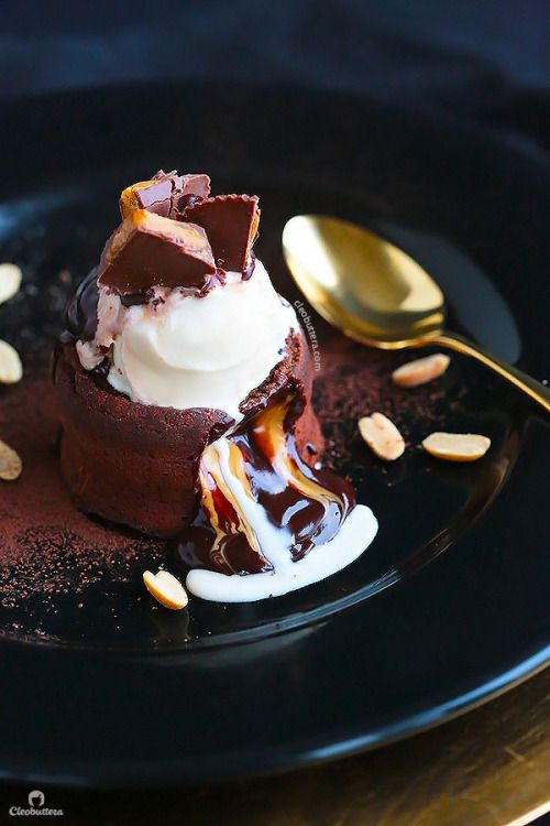 1000 Ideas About Molten Lava Cakes On Pinterest