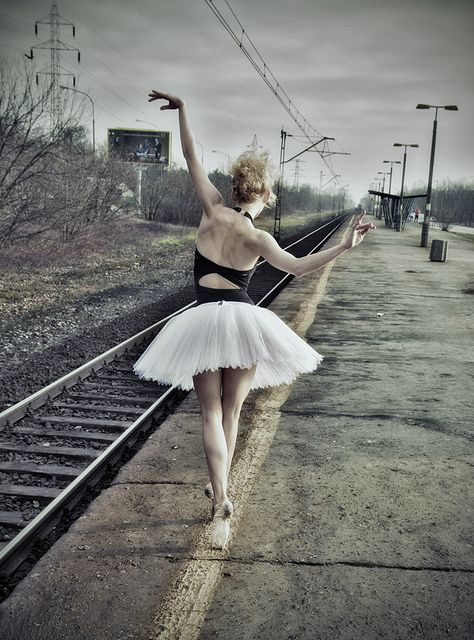 senior picture like this next to the railroad tracks would ...