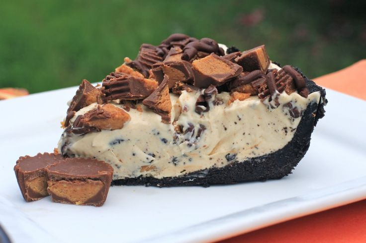 Frozen Reeses Pie–This pie is basically the best dessert thats ever happened to