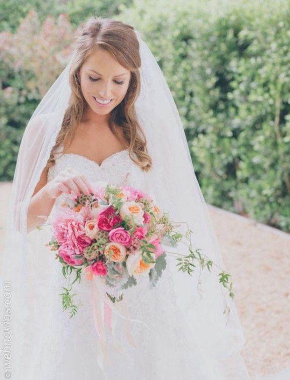 Peinados para novias con velo. #novias www.webnovias.com: