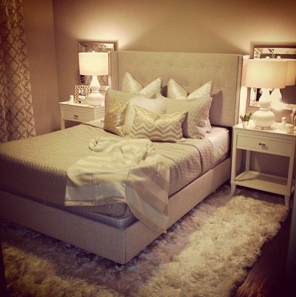 Neutral Glam Bedroom Beige White Gold Rug Gourd Lamps