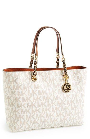 Love this MKs handbag, perfect with