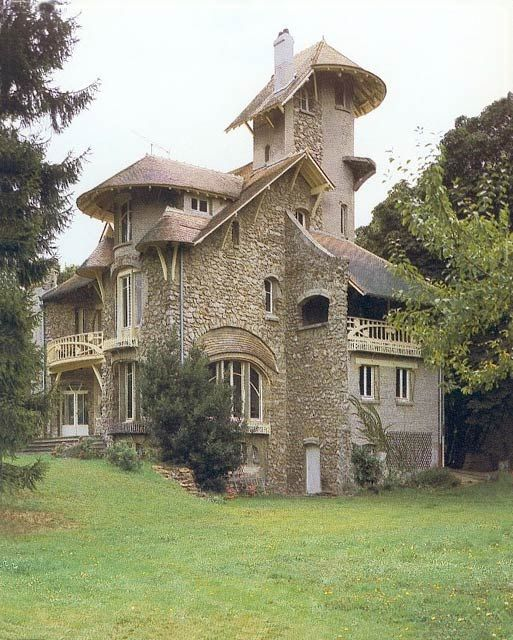 Abandoned Castles Europe Features