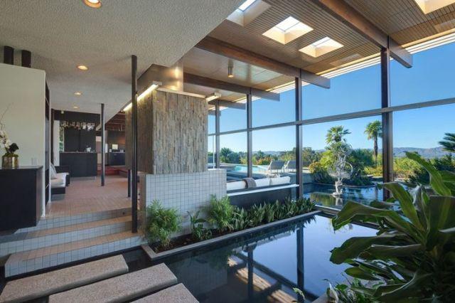 This Richard Neutra Tarzana California located house has it the market ...
