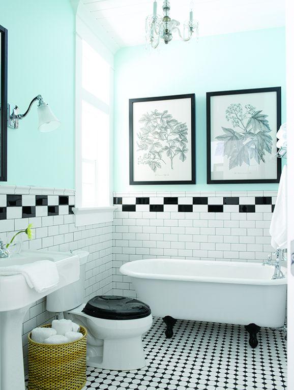 Baño en mint, blanco y negro