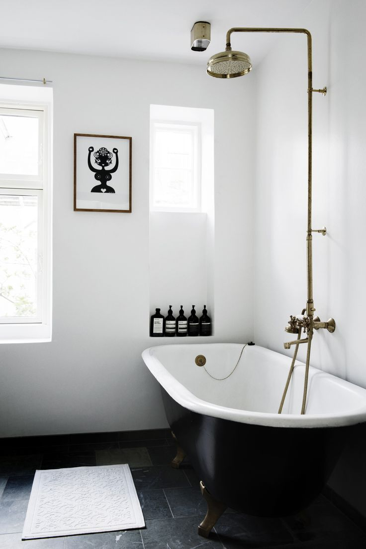 25 Best Ideas About White Bathrooms On Pinterest