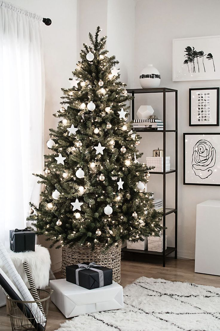 Christmas tree with clay star ornaments from MichaelsMakers Homey Oh My