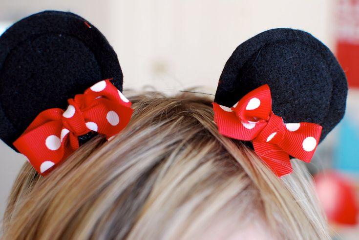 DIY Minnie Mouse Ear Clips Everyone In Tokyo Disneyland