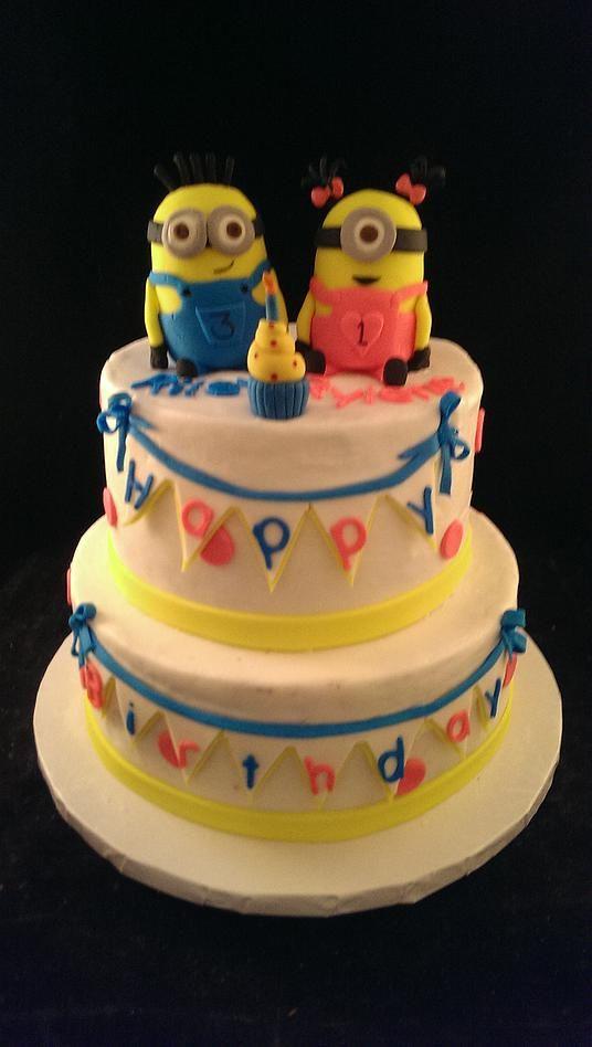 Minions Cake Girl And Boy Buscar Con Google Minnios