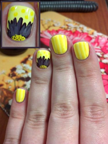 Yellow daisy nail art. Stripes, polka dots and flower! Nail art, nail trends, su