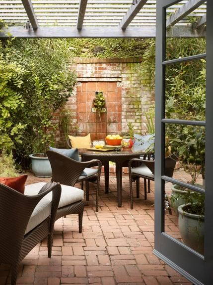 Gracious Outdoor Dining And Entertaining Traditional Home Contemporary Amp Colorful Courtyard