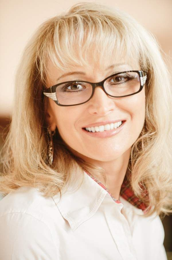 Hairstyles For Women Over 50 With Glasses Best
