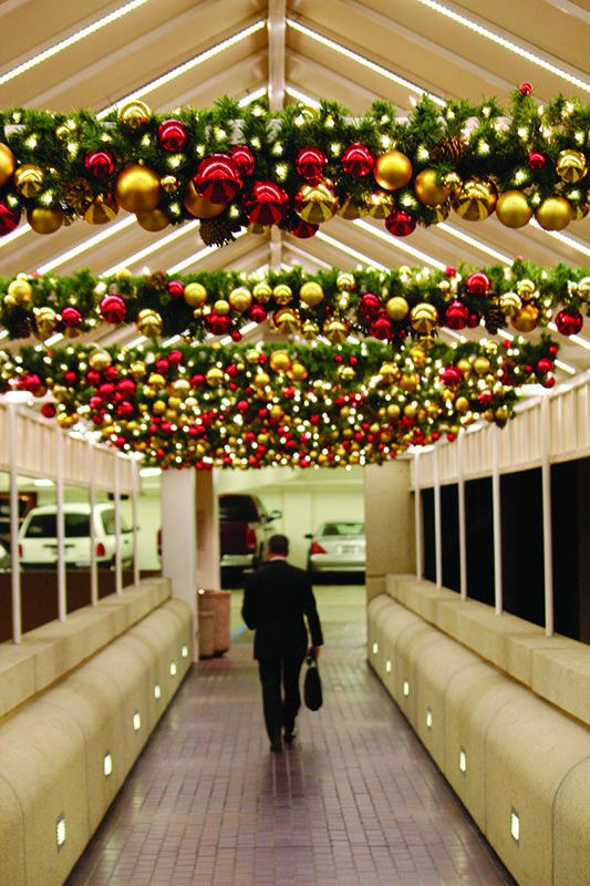 Best 25 Commercial Christmas Decorations Ideas On