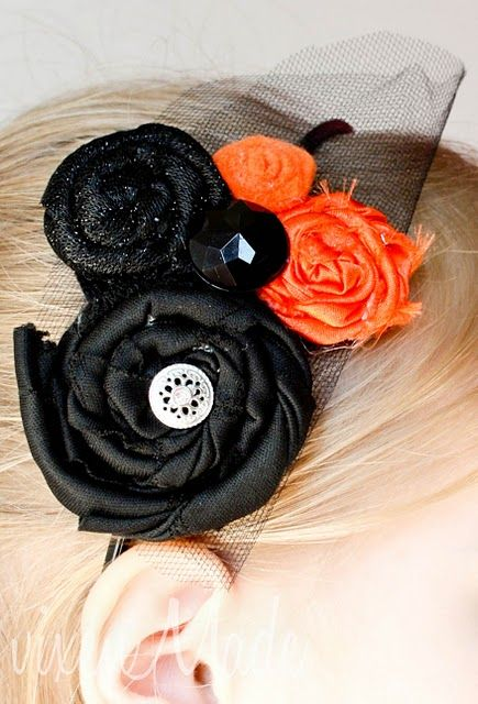Fantastic headband out of scraps of cloth and buttons. Love the halloween colors but would look great in any