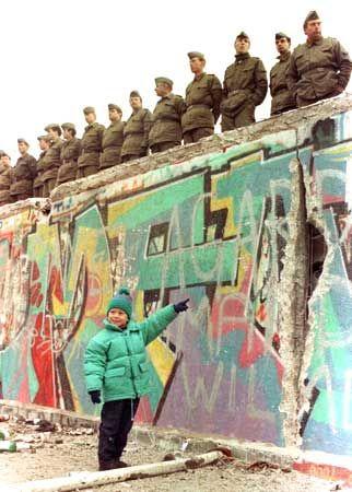 157 best berlin wall 1961 1989 images on pinterest on berlin wall id=25272
