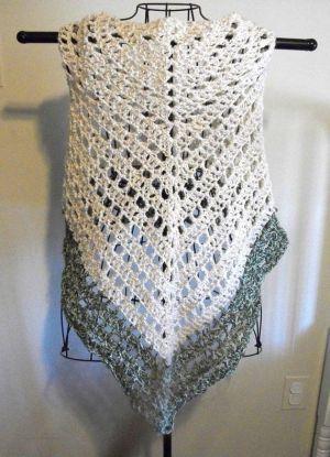 Lacy Crochet Triangular Shawl Pattern | crochet lace