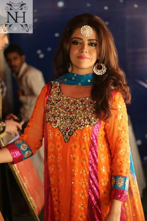 This Would Be A Pretty Mehndi Outfit MehndiMayoun