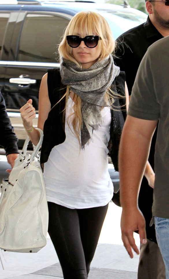 white tops with leggings cute airport outfit ideas for ladies