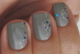 I could see this for the holidays with red polish and silver sparkles