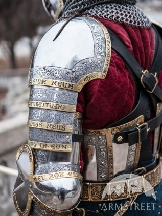 Awesome! Latin carved into his armor. Cant read what it says, though, since there are parts of it I cant