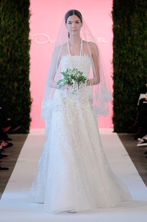 Beautiful strapless lace wedding dress with matching veil! Oscar de la Renta, Spring 2015