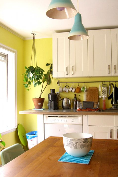 17 best images about yellow kitchen walls on pinterest benjamin moore kitchen yellow and on kitchen remodel yellow walls id=42770
